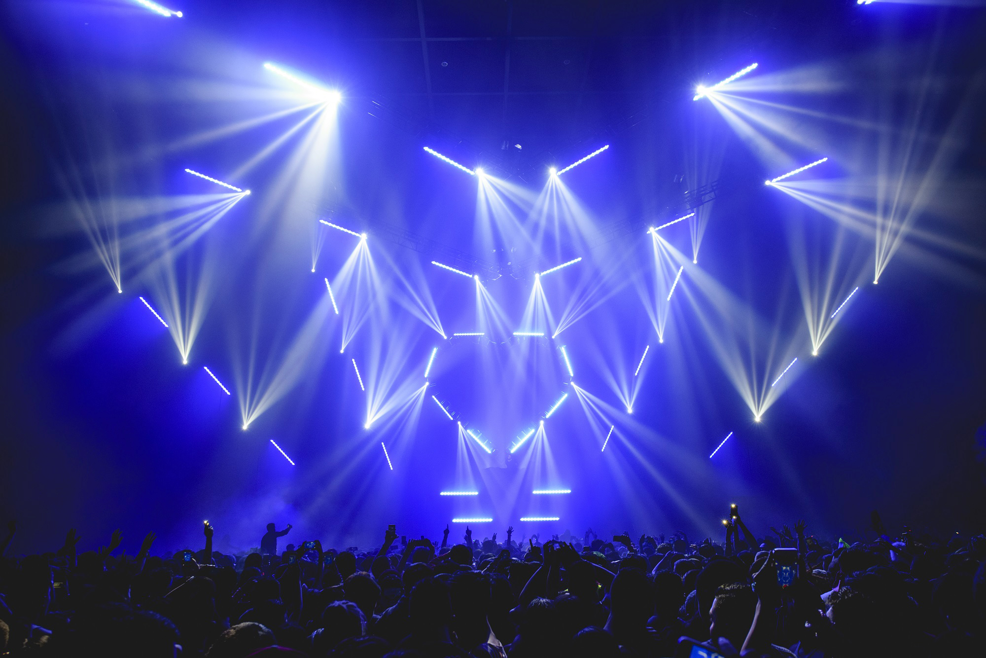 sj lighting goes elation for spectacular crush concert designs